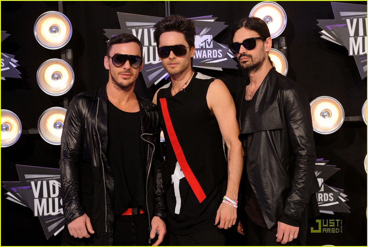 jared leto mtv vmas 2011 with 30 seconds to mars 01