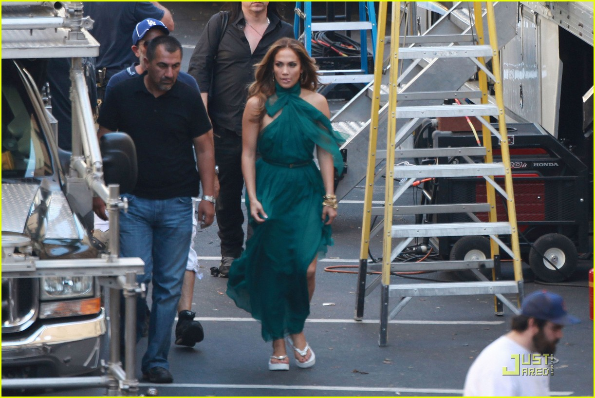 jennifer lopez green gown papi 01