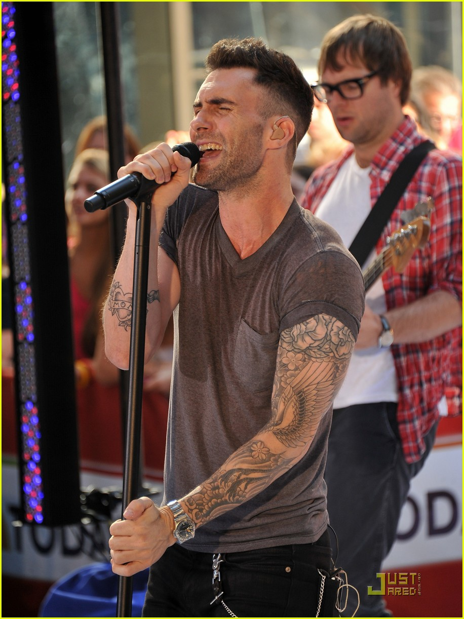 maroon 5 moves like jagger on the today show 10