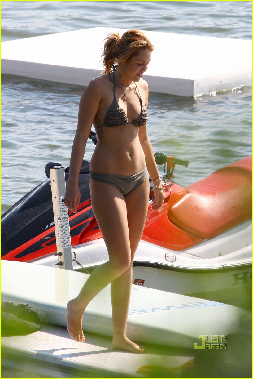 miley cyrus bikini liam hemsworth 24