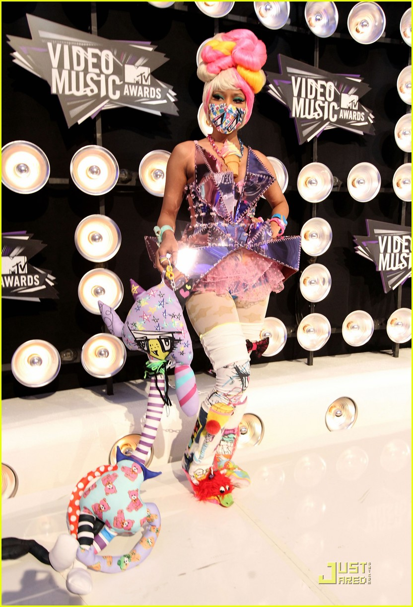 nicki minaj debuts fly video at mtv vmas 01