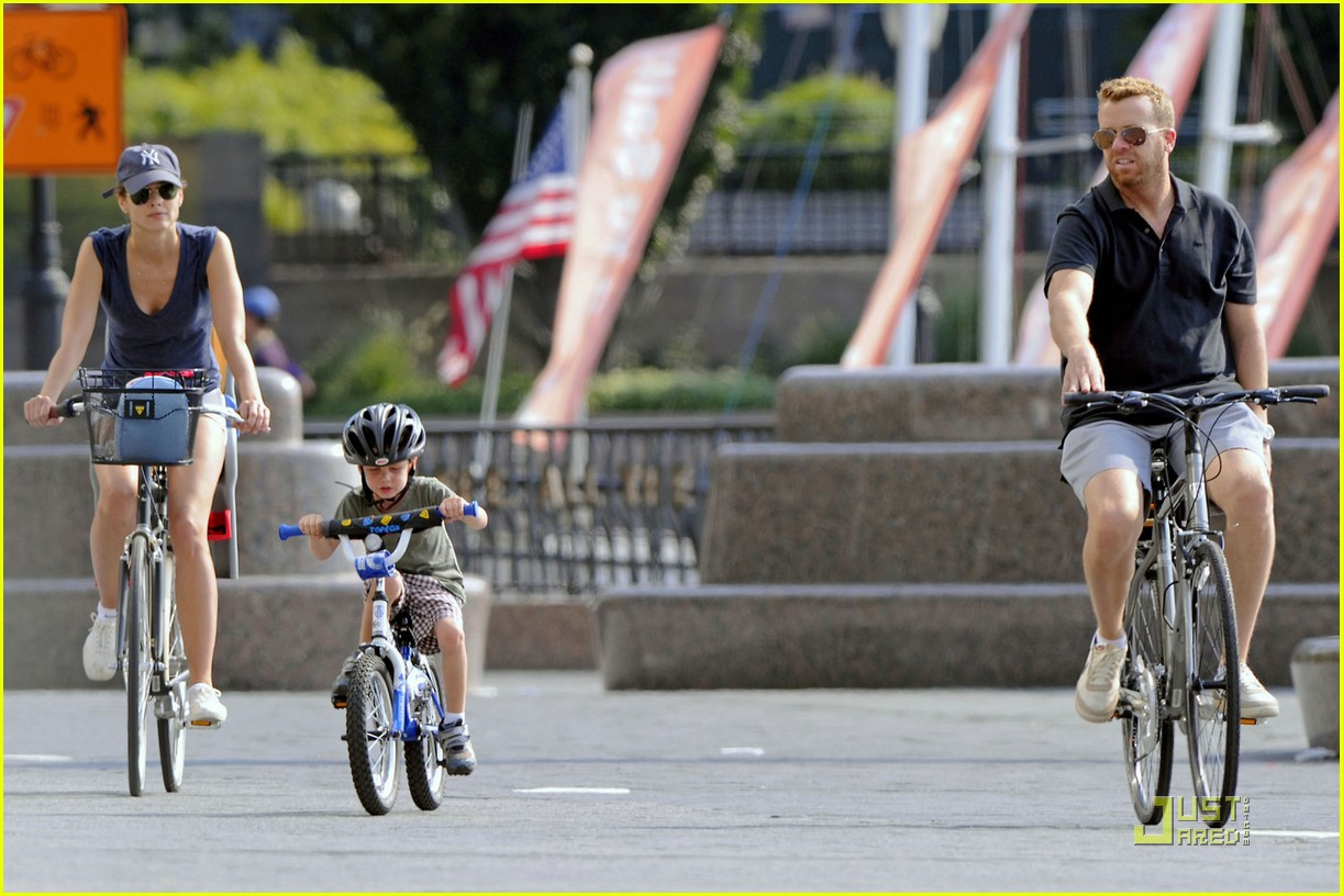 bridget moynahan bike riding with mcg and john 03