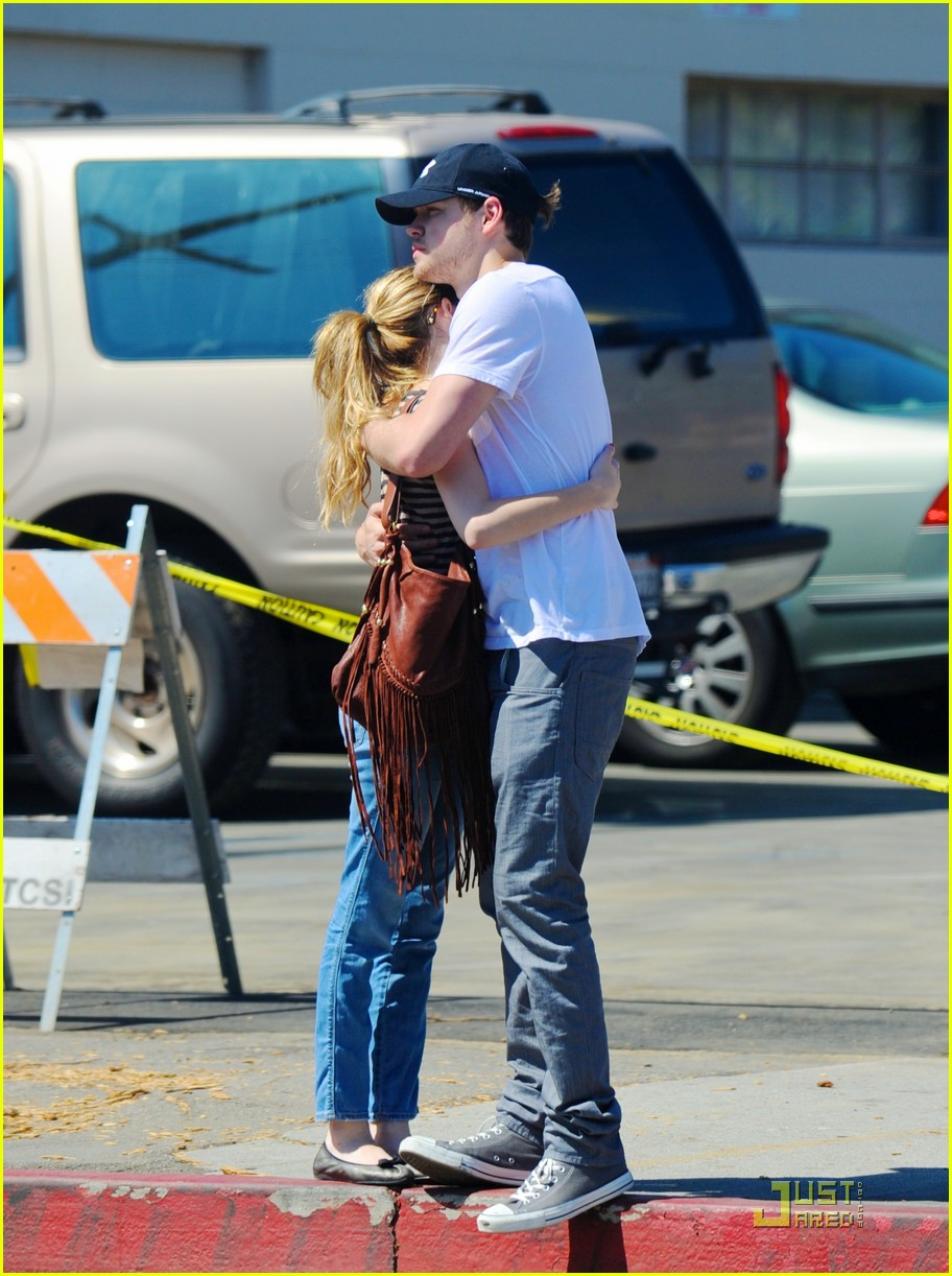 emma roberts chord overstreet joans third 01