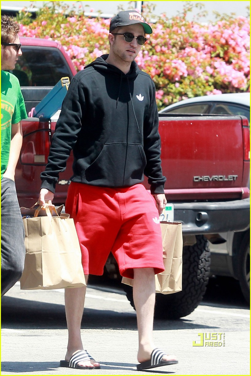 robert pattinson grocery shopping friend 04