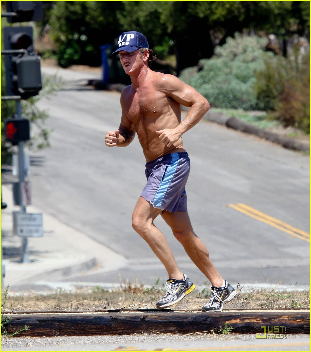 sean penn shirtless jogging with shannon costello 03
