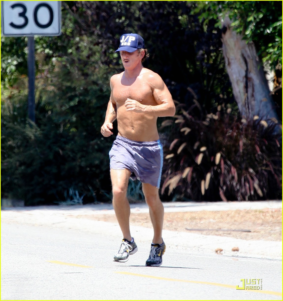 sean penn shirtless jogging with shannon costello 26