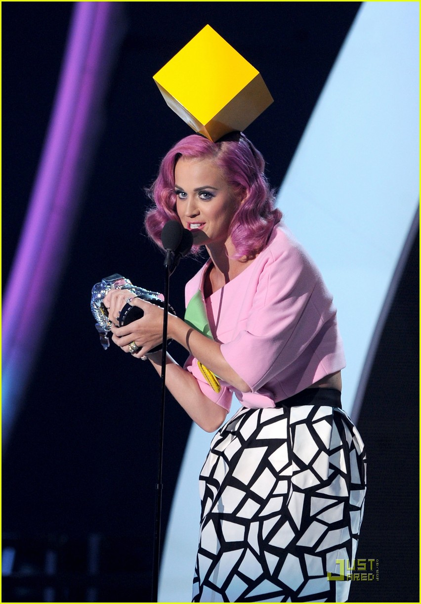 katy perry four costume changes at the mtv vmas 03
