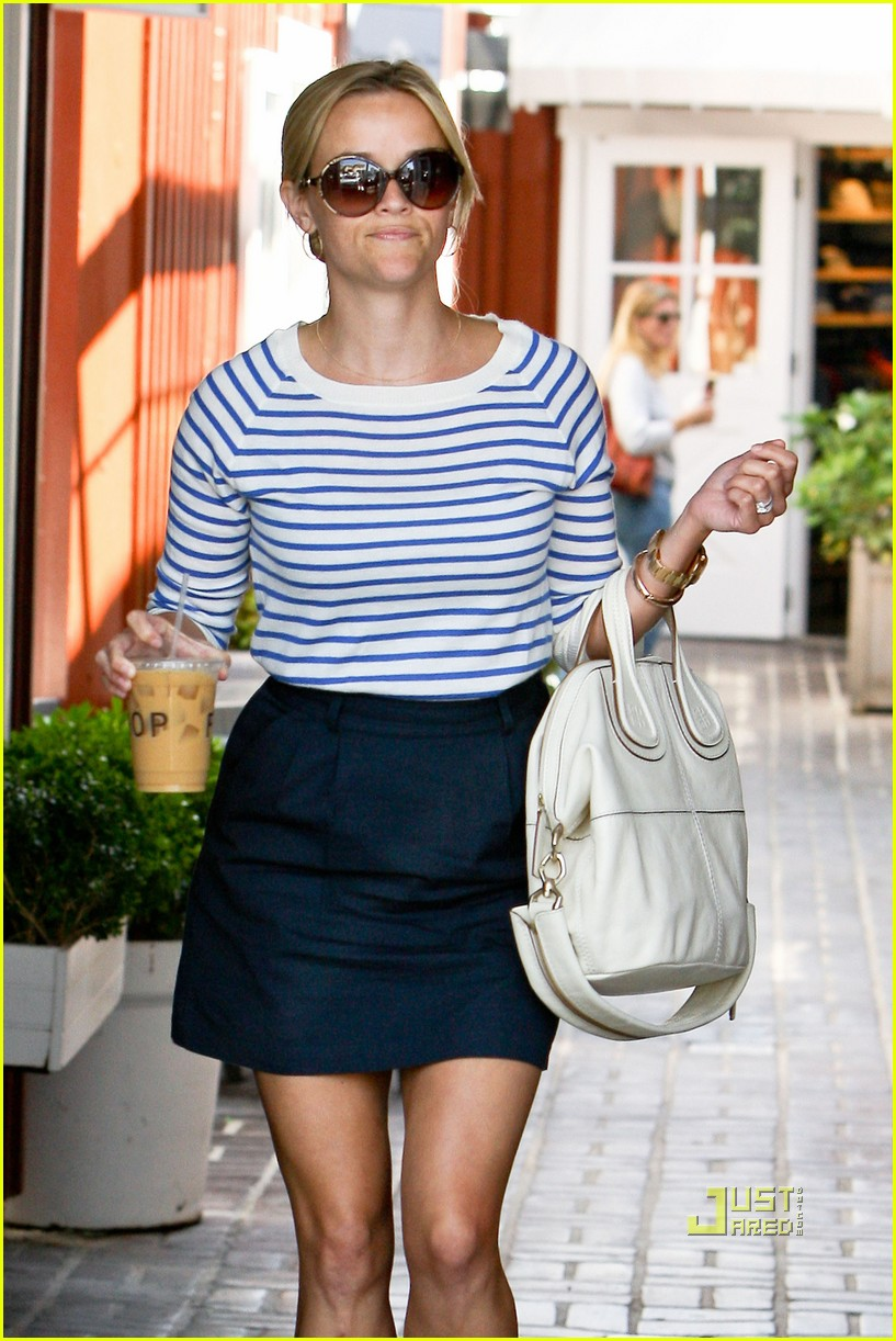 reese witherspoon stripe shirt 03
