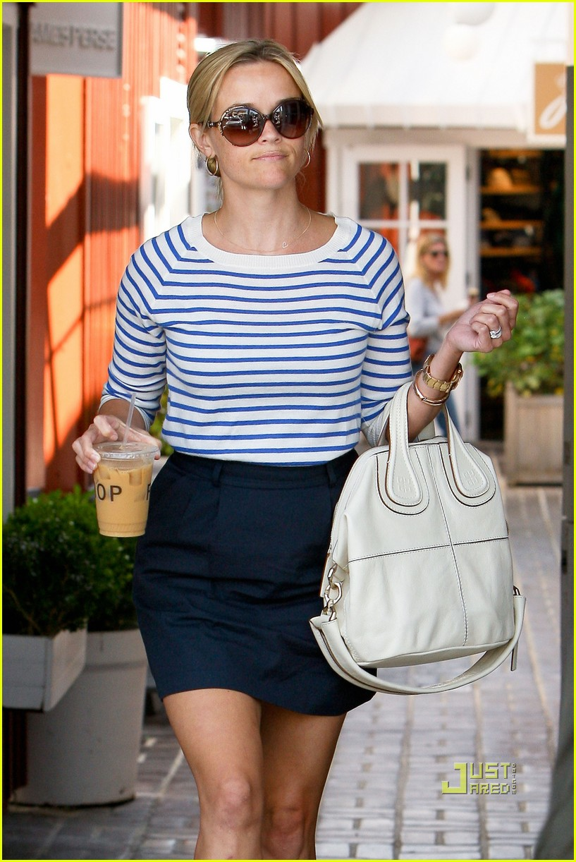 reese witherspoon stripe shirt 04