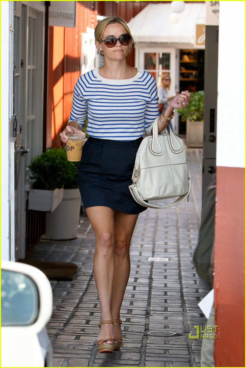 reese witherspoon stripe shirt 07