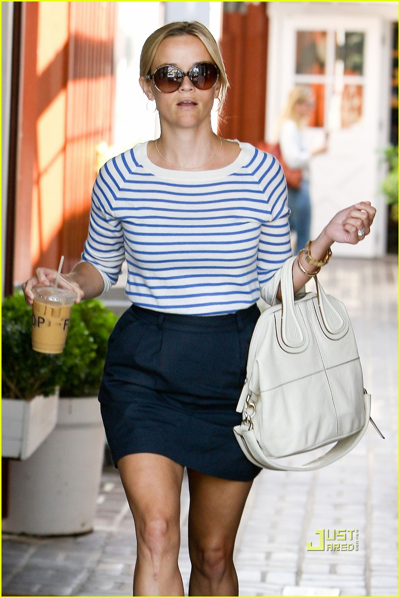 reese witherspoon stripe shirt 09