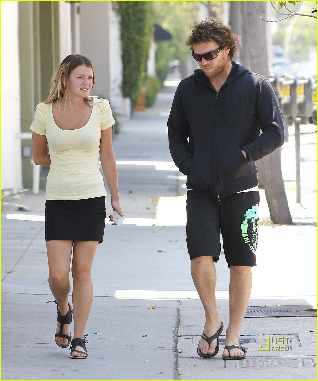 sam worthington girlfriend walk 042568872
