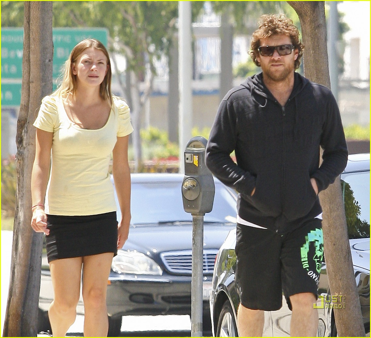 sam worthington girlfriend walk 09