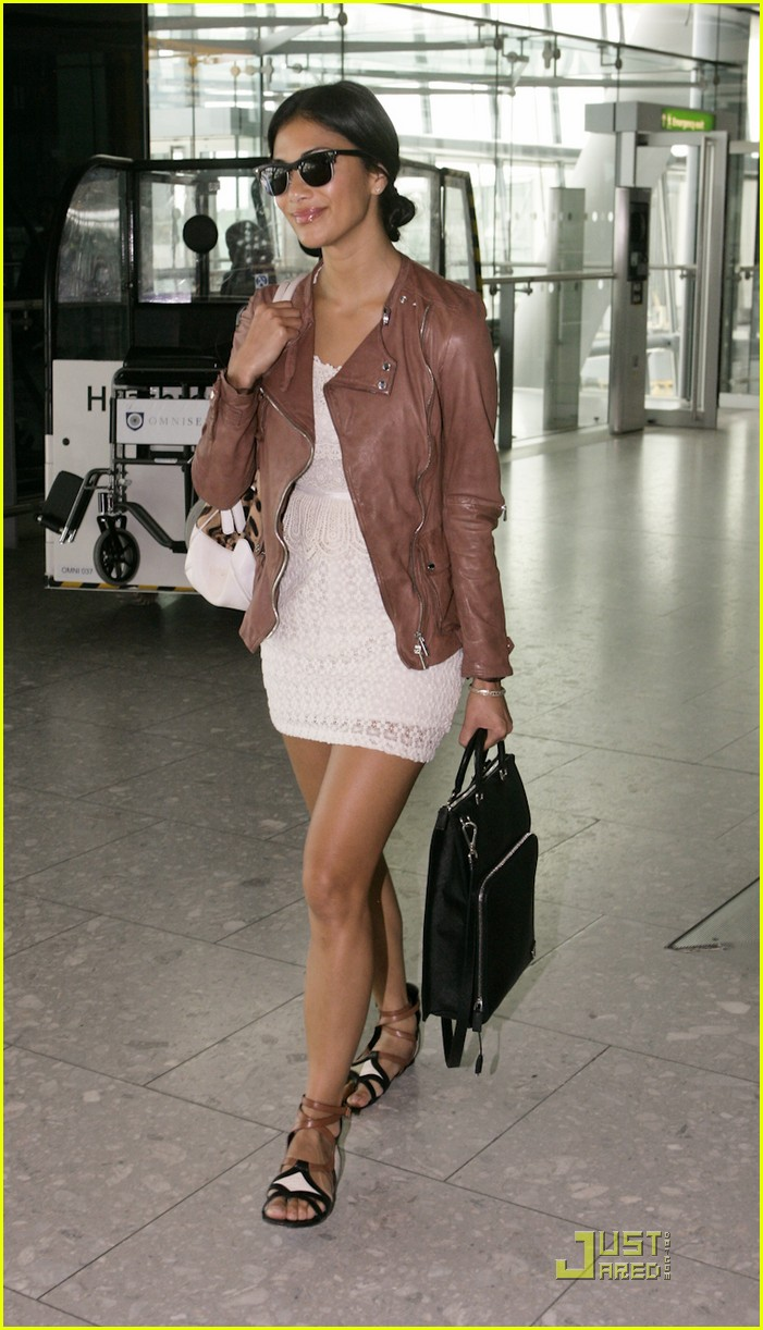 nicole scherzinger heathrow arrival 03
