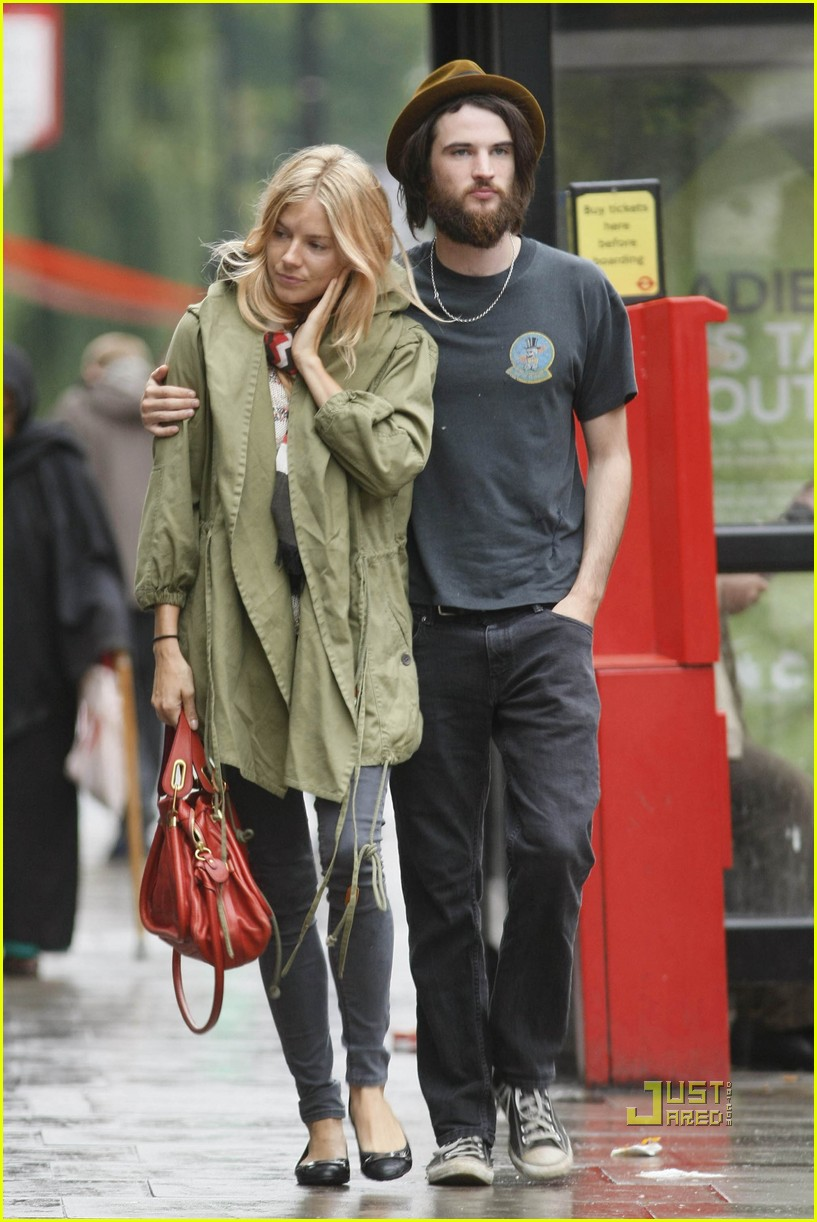 Sienna Miller Amp Tom Sturridge Lunch Date Photo 2572905