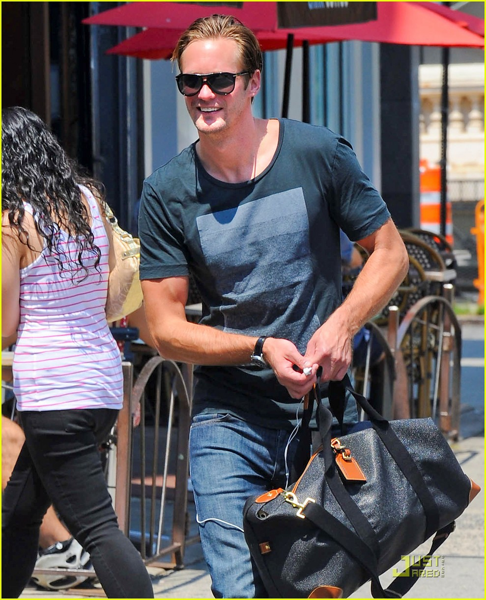 alexander skarsgard fan friendly nyc 022567118