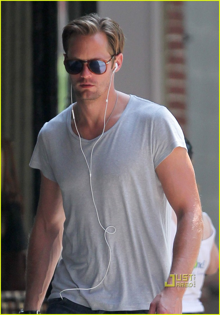 alexander skarsgard grey shirt new york 042568268