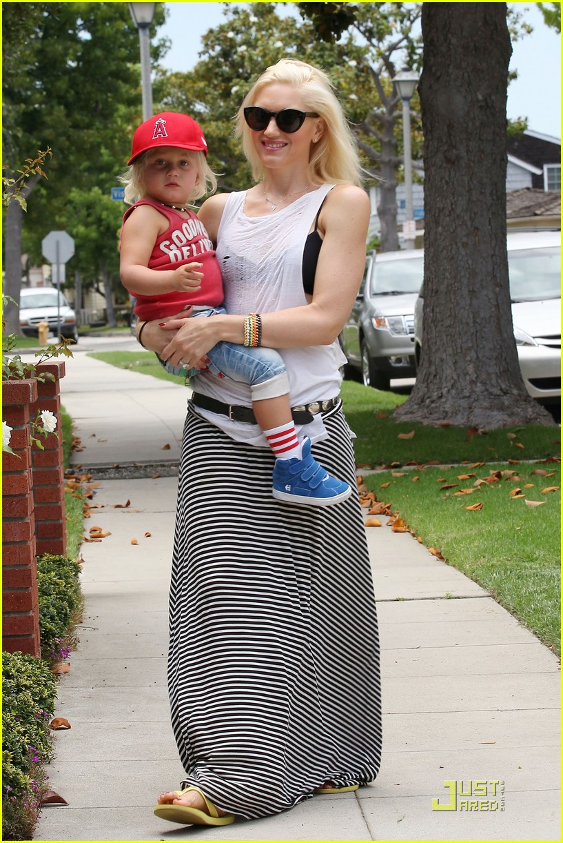 gwen stefani park playtime with zuma 26