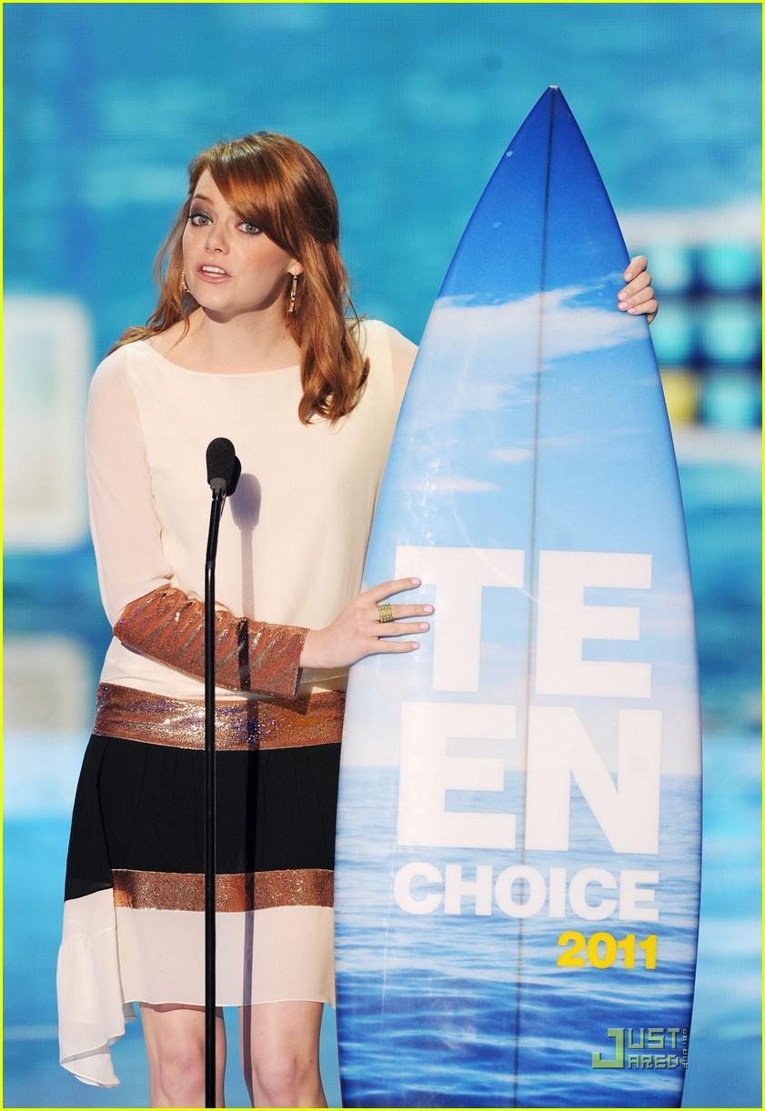 emma stone teen choice awards 2011 presenter 03