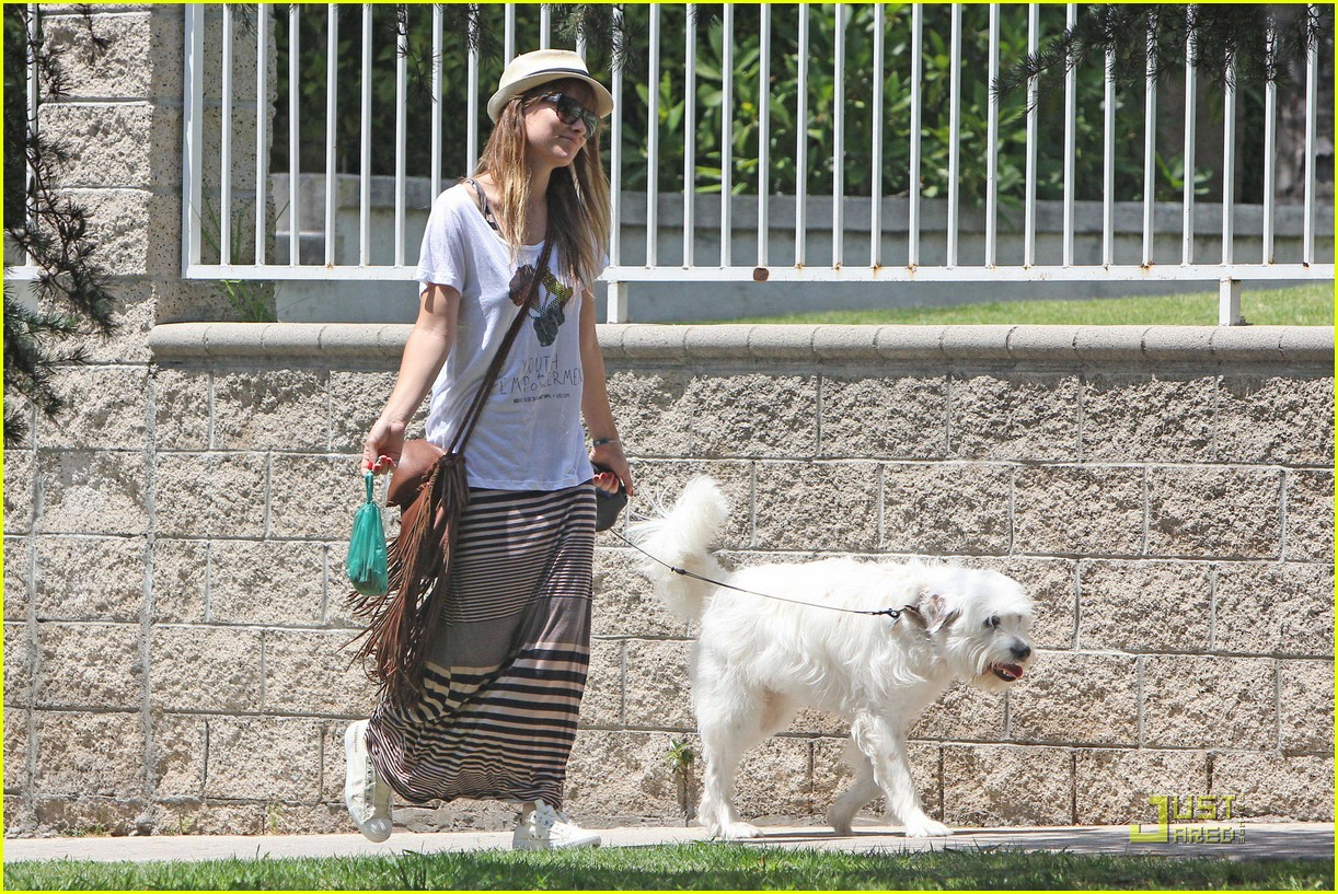 olivia wilde dog day 04