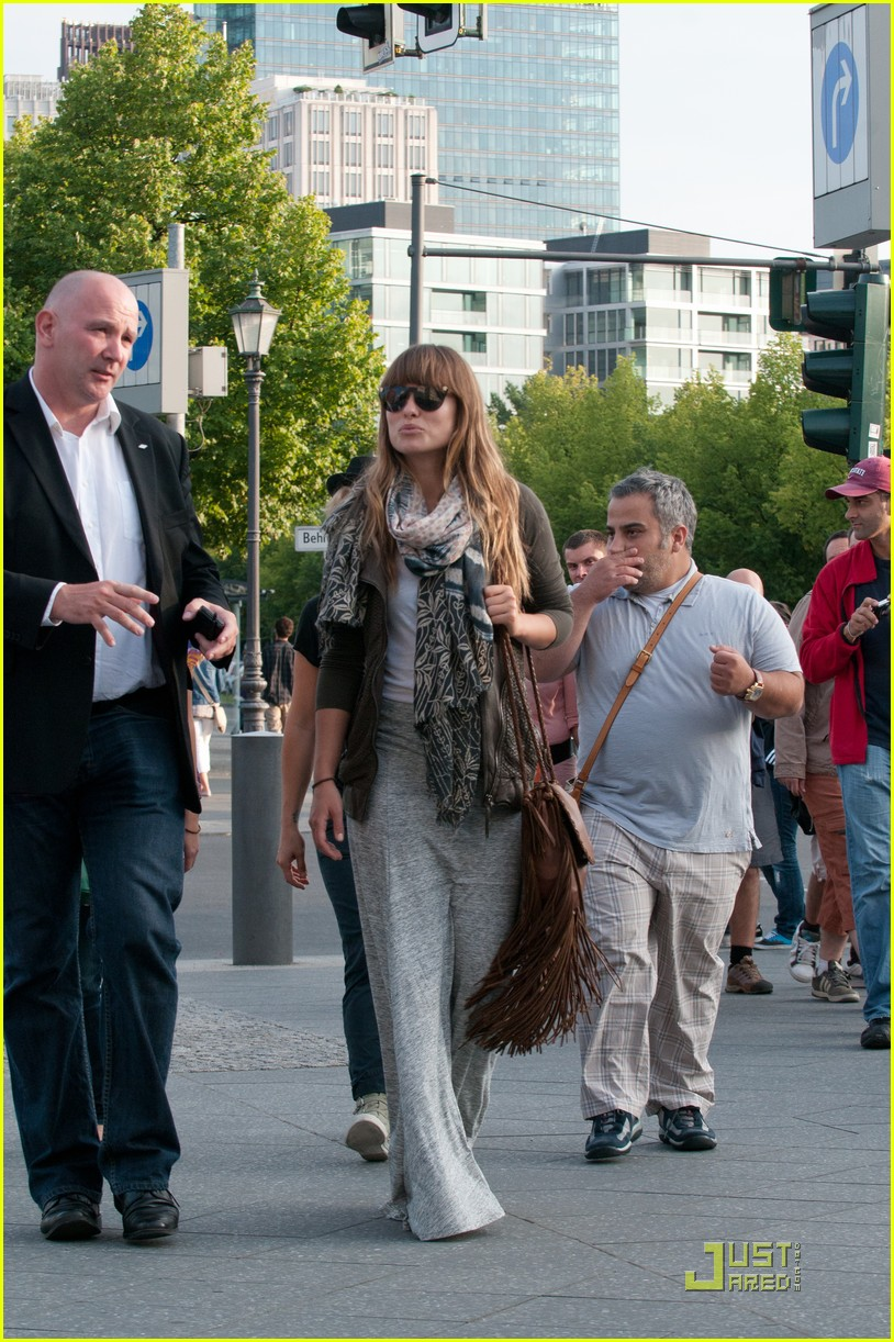olivia wilde sightseeing berlin 02