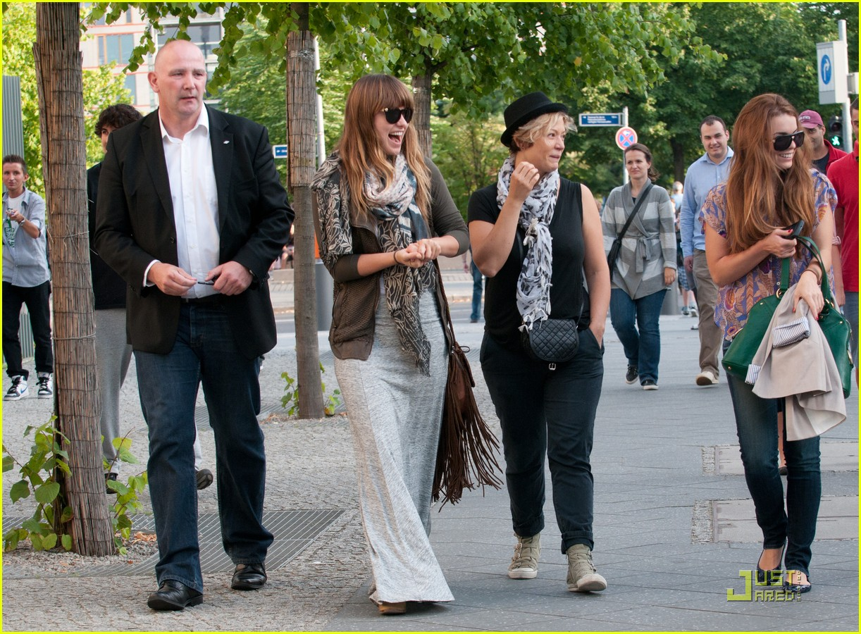 olivia wilde sightseeing berlin 12