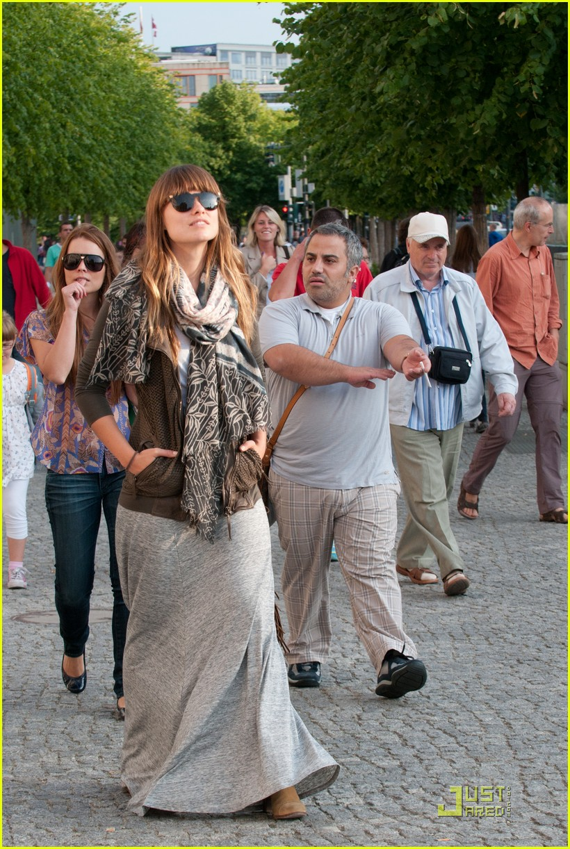 olivia wilde sightseeing berlin 13