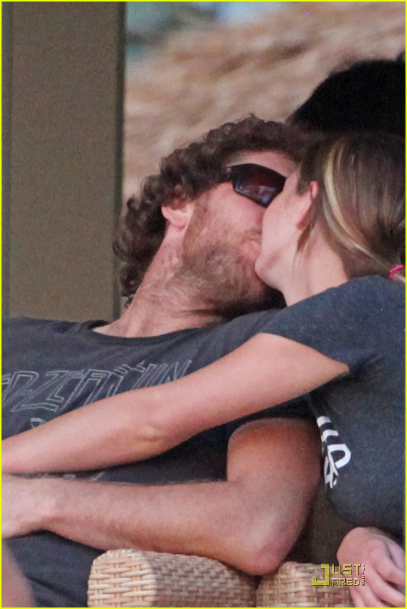 sam worthington shirtless with new girlfriend 03