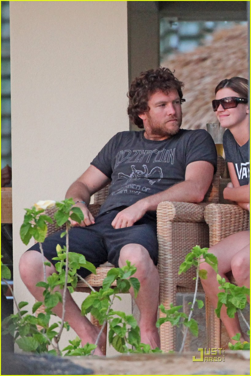 sam worthington shirtless with new girlfriend 06