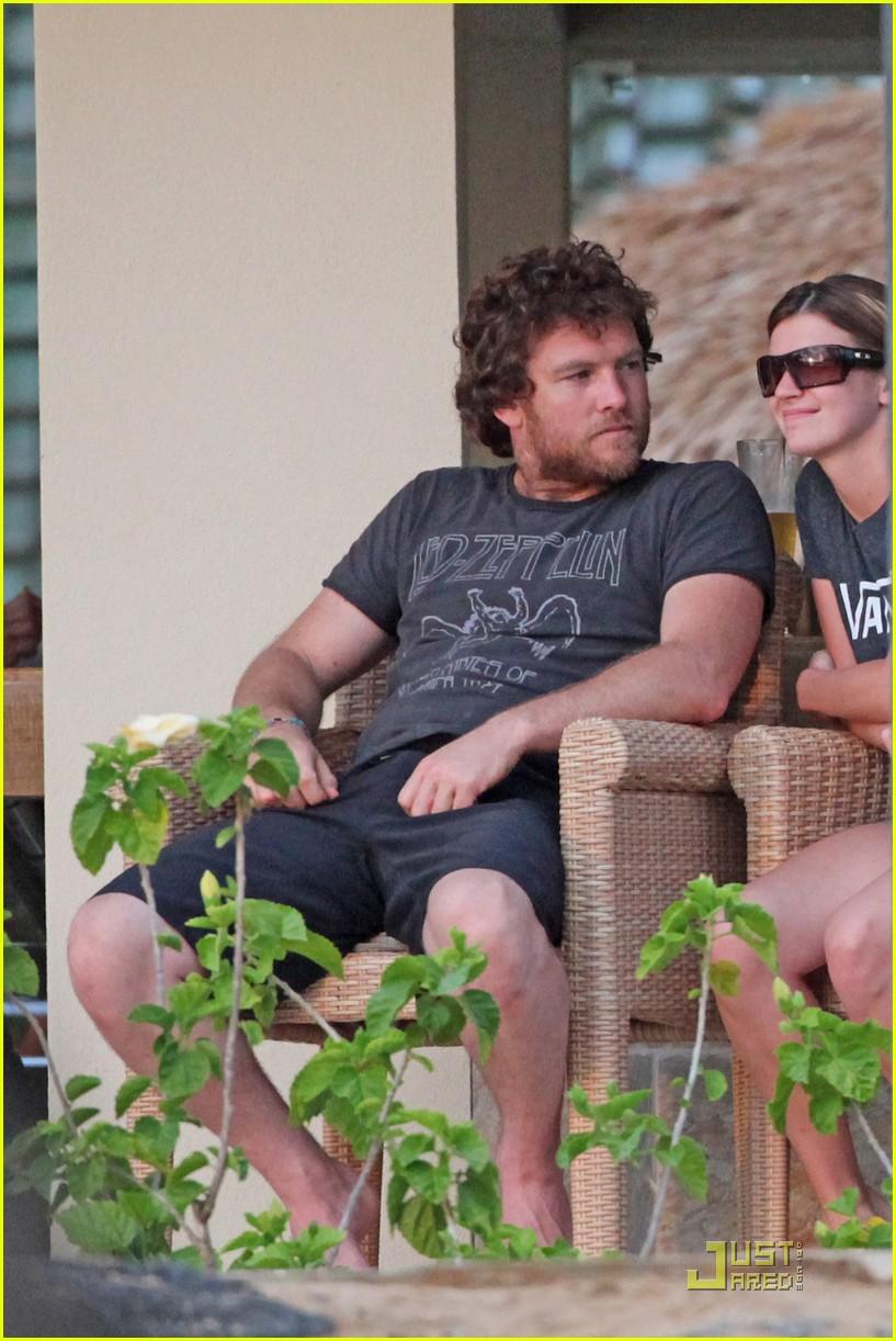 sam worthington shirtless with new girlfriend 06