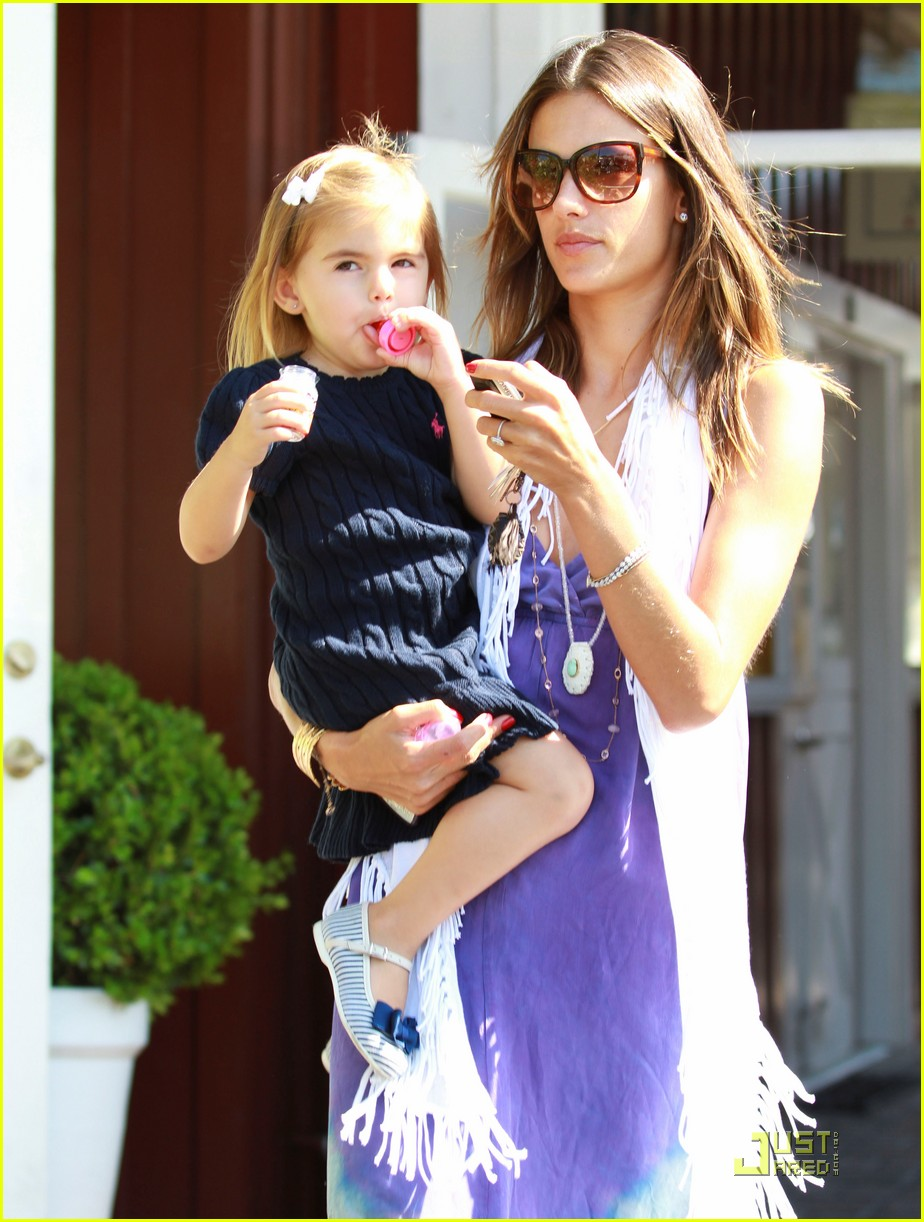 alessandra ambrosio anja brentwood country mart 14