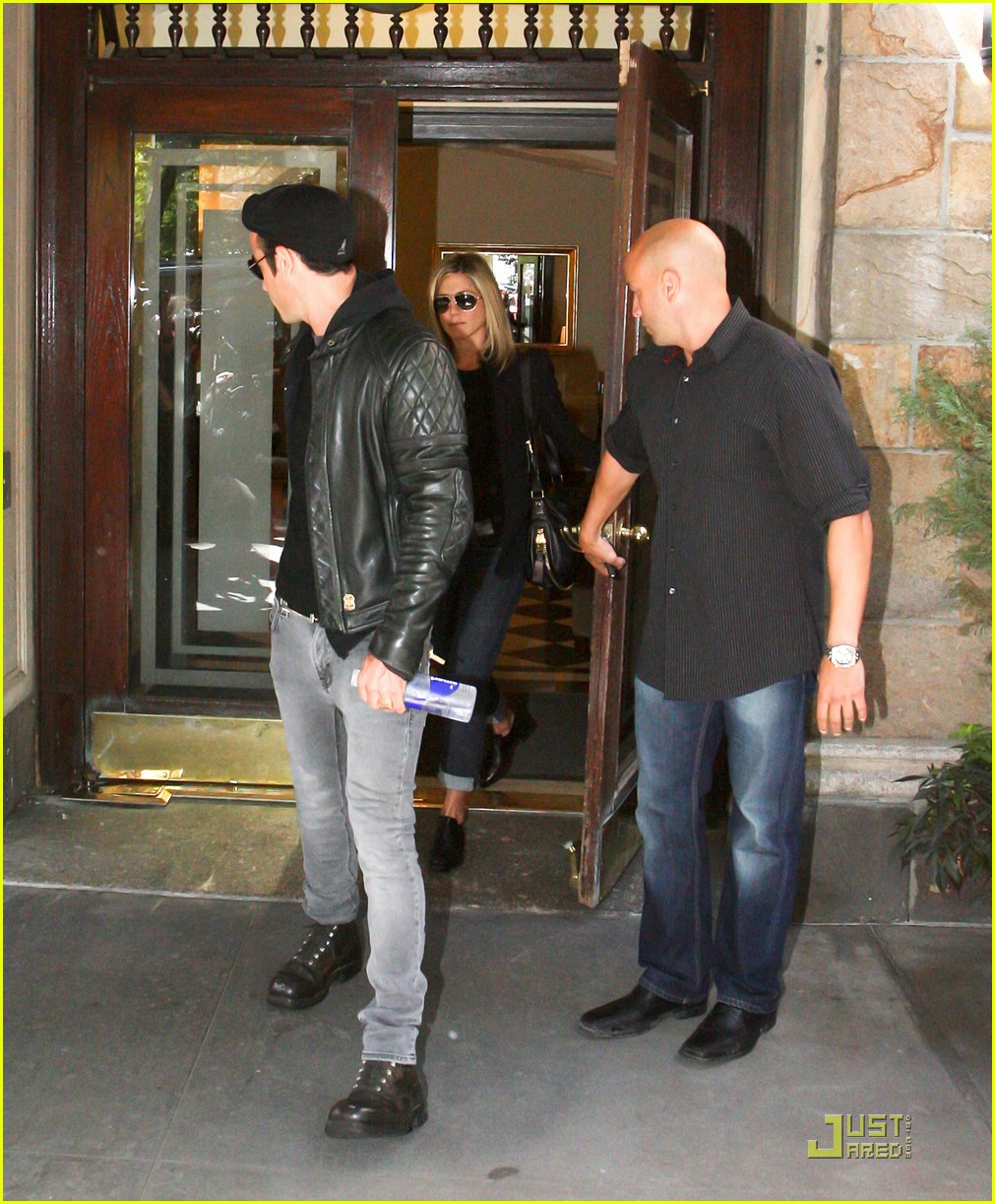 jennifer aniston justin theroux west village lunch 02
