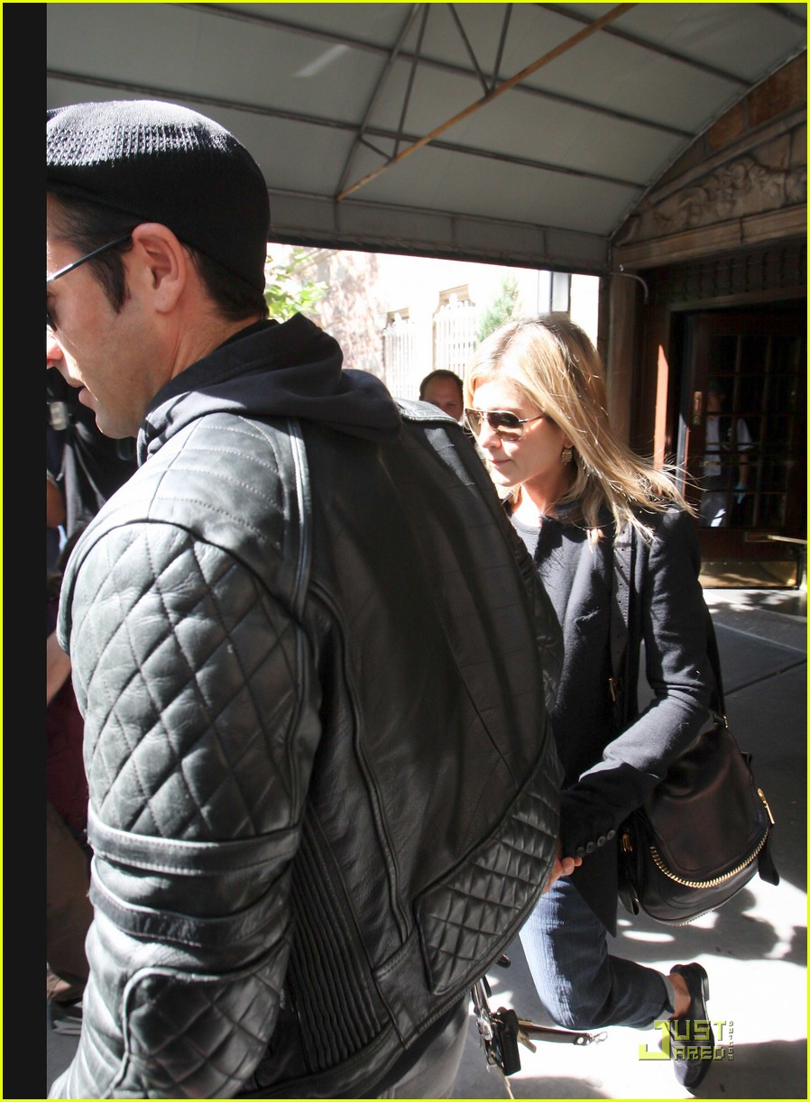 jennifer aniston justin theroux west village lunch 03