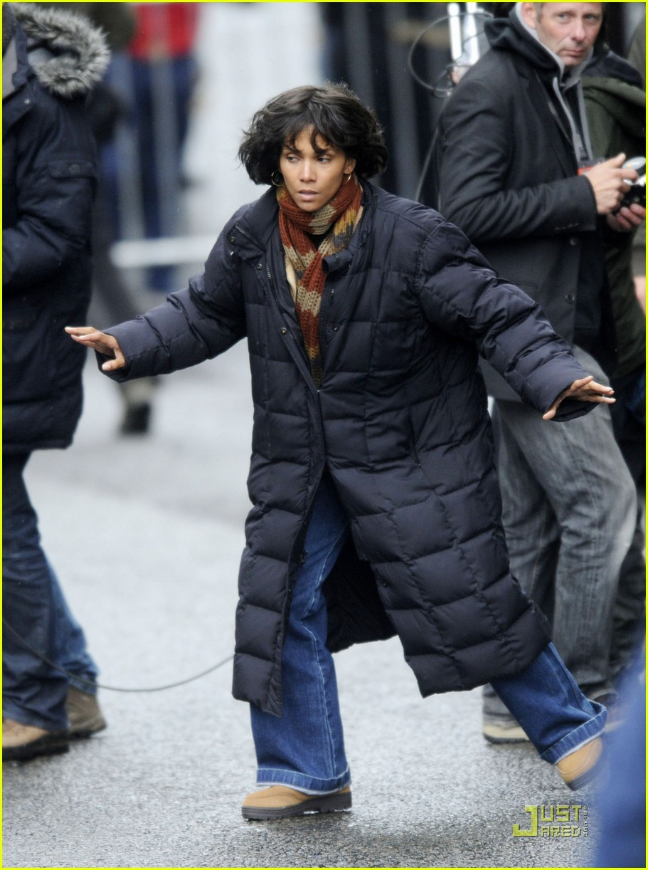 halle berry tom hanks set 01