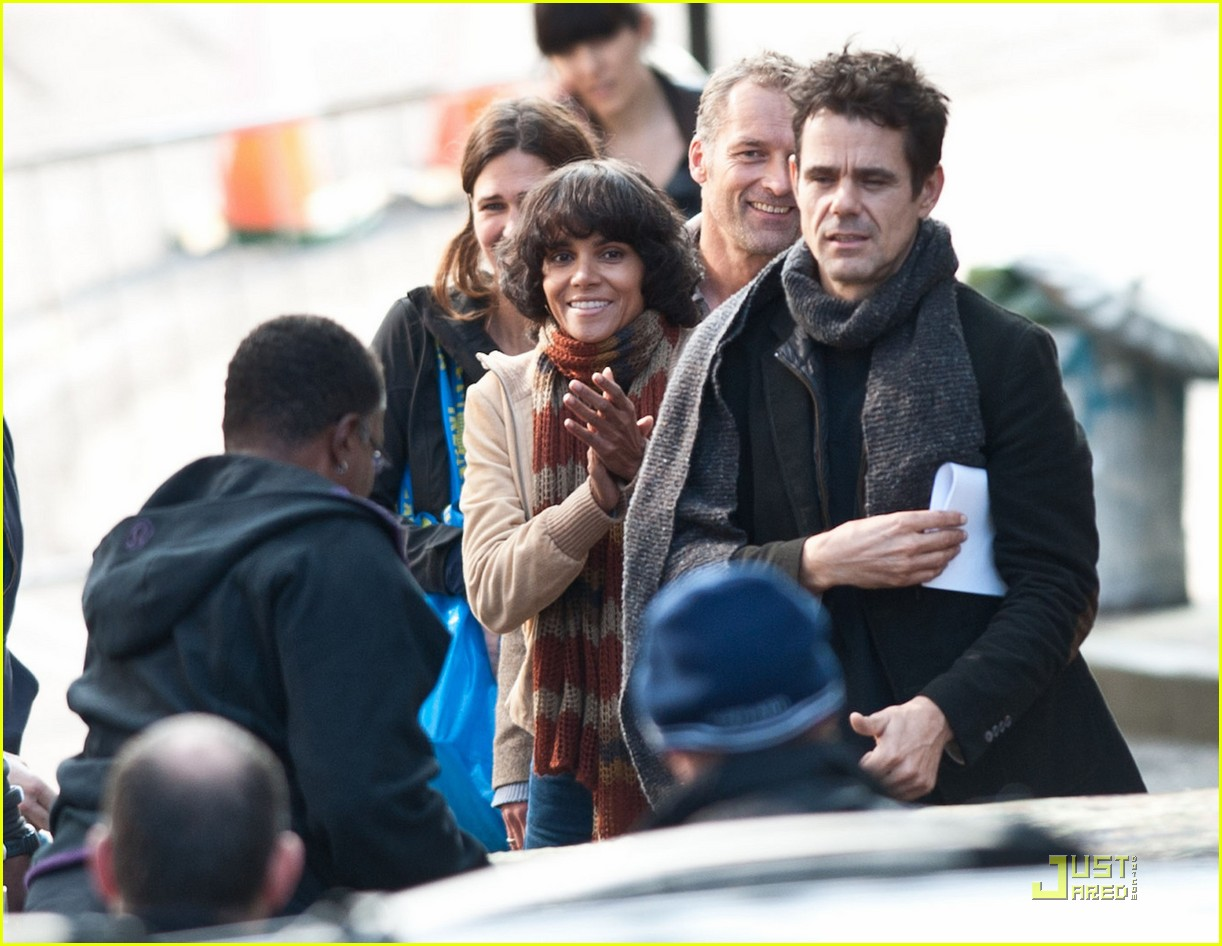 halle berry wigs out cloud atlas 042580487