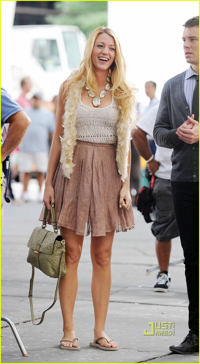 blake lively gossip girl set giggles 02