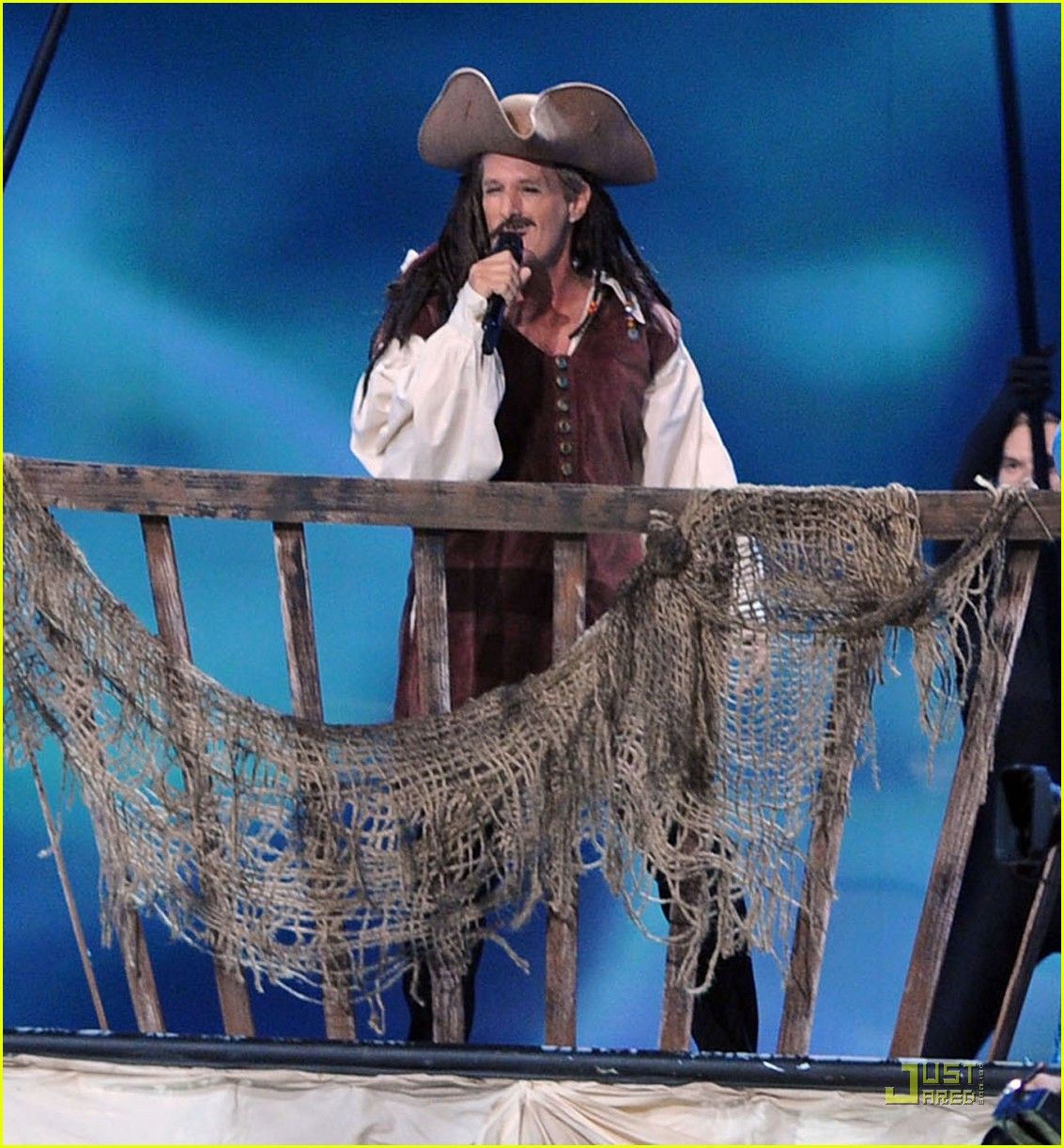 michael bolton jack sparrow emmys performance 012581713
