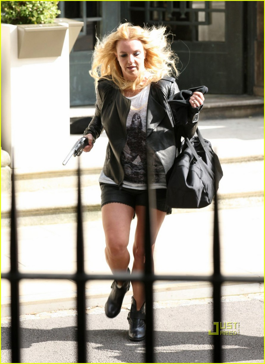 britney spears jason trawick criminal video shoot london 02