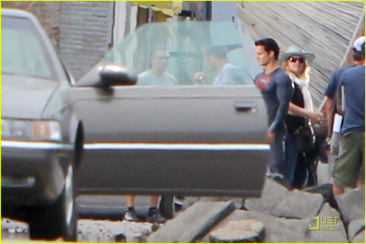 henry cavill superman man of steel set photos 10