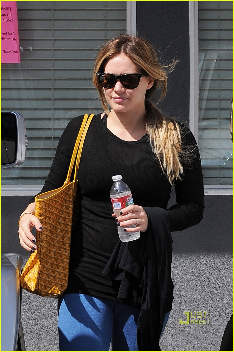 hilary duff workout wrap top 09