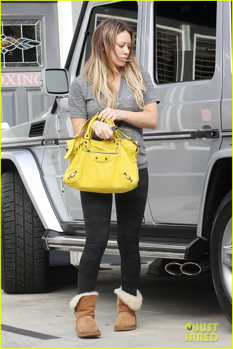 hilary duff yellow purse pilates 06