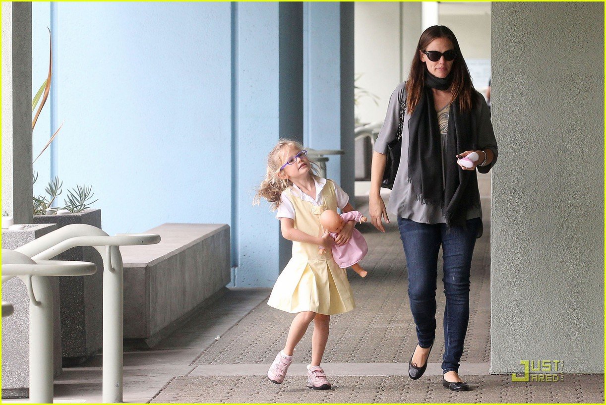 jennifer garner violet jumps 11