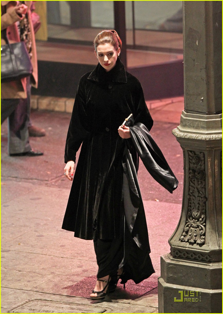 anne hathaway christian bale late night dark knight shoot 08