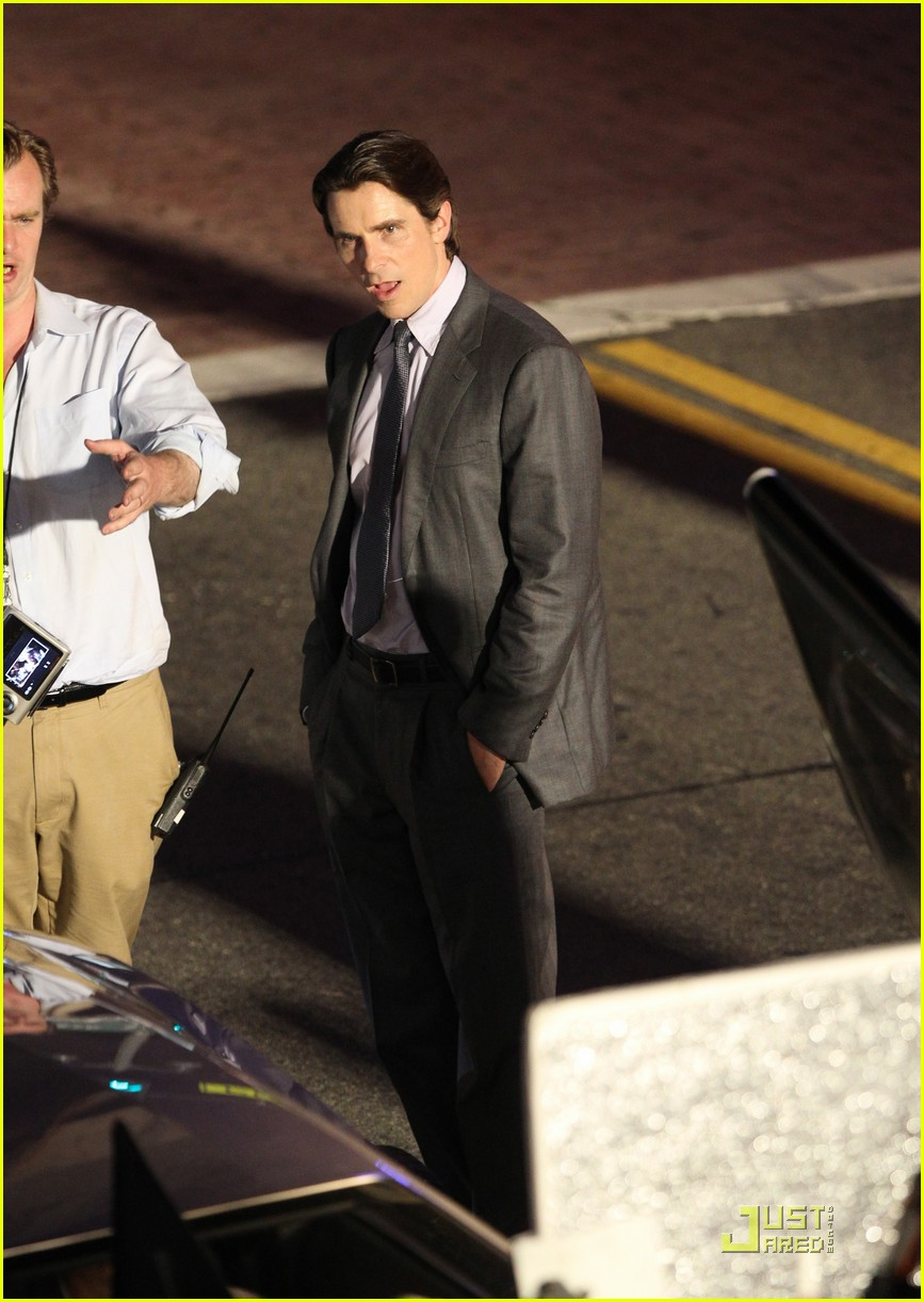 anne hathaway christian bale late night dark knight shoot 09