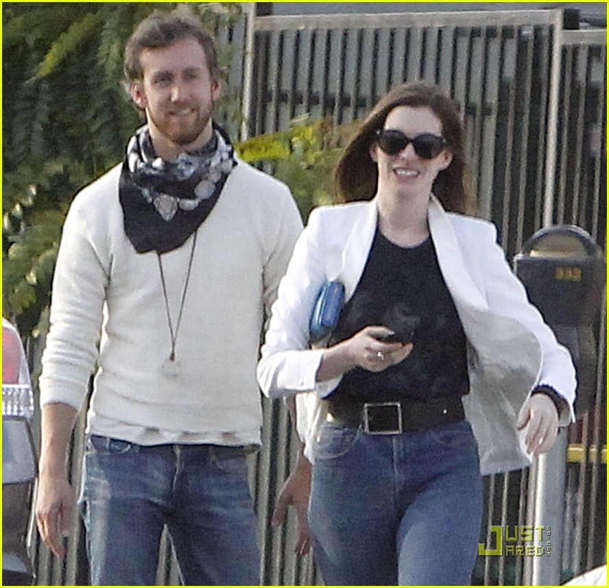 anne hathaway dinner with adam 03