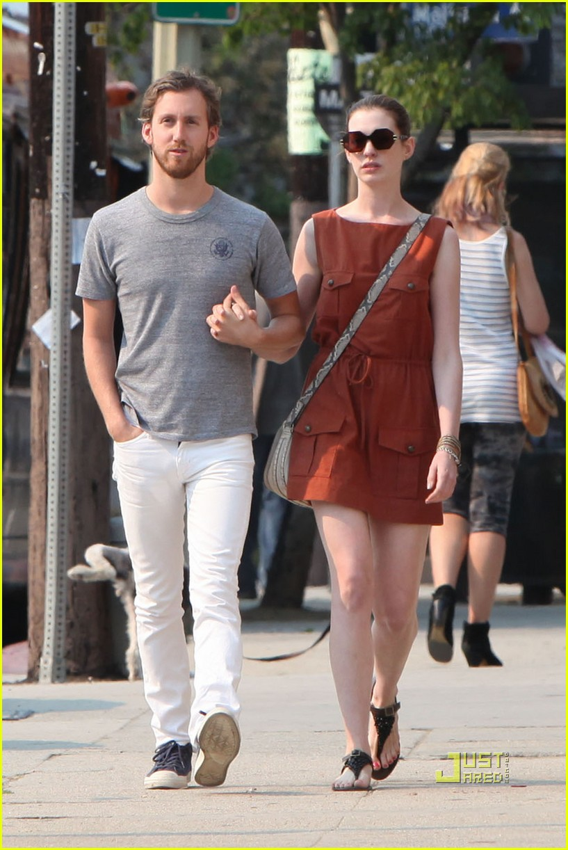 anne hathaway adam shulman millies coffee shop 08