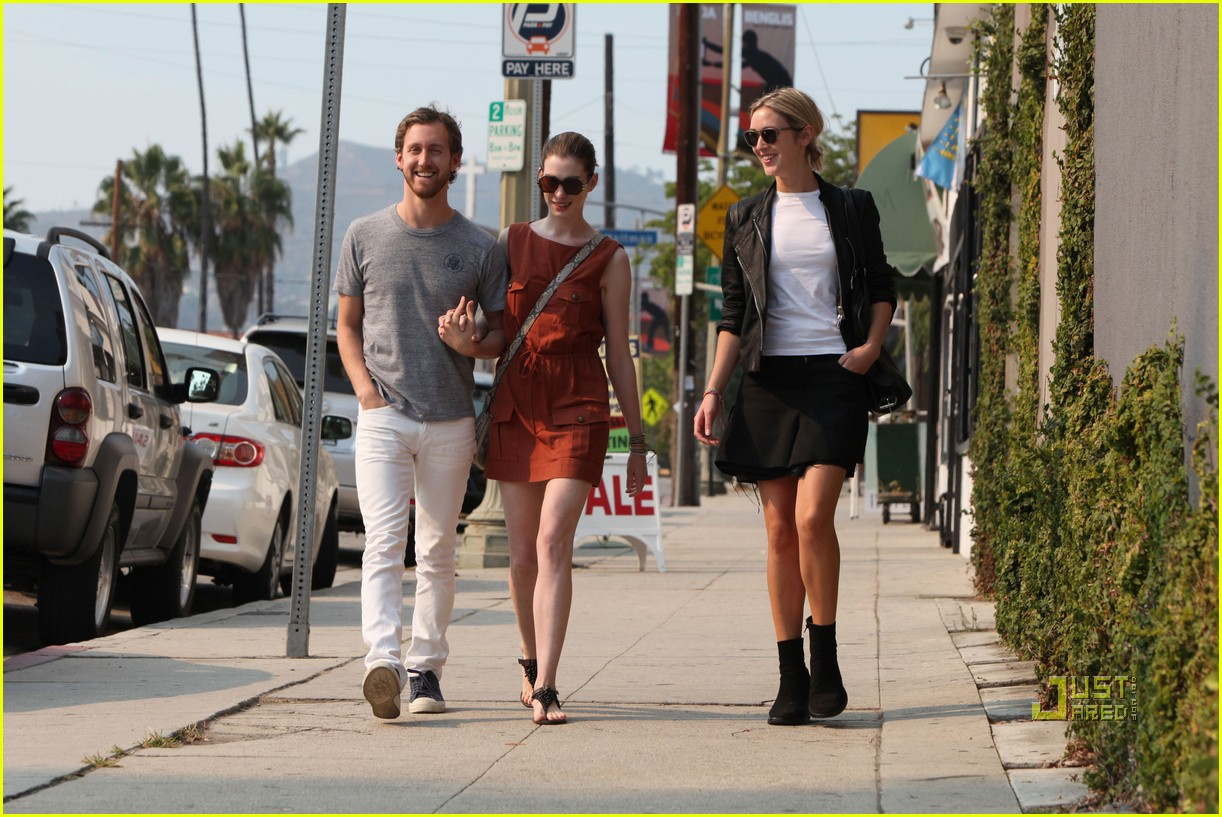 anne hathaway adam shulman millies coffee shop 19