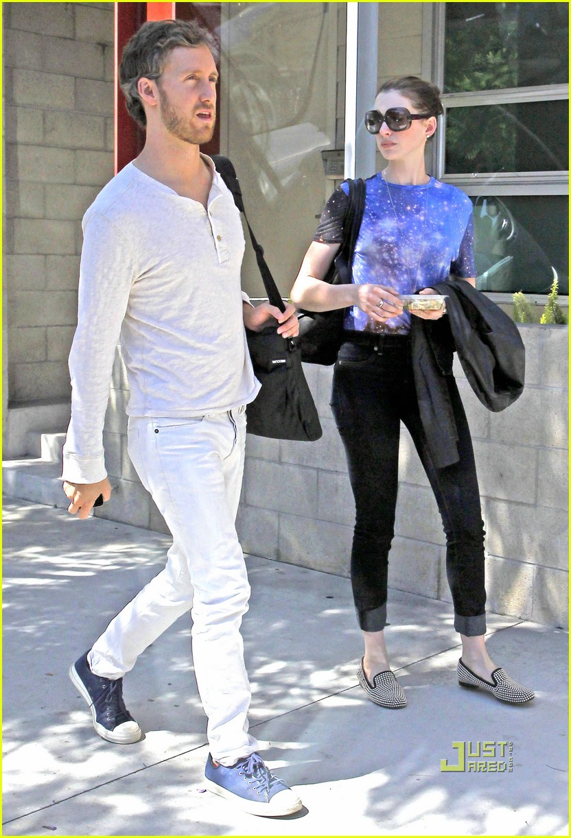 anne hathaway adam shulman office starbucks 01