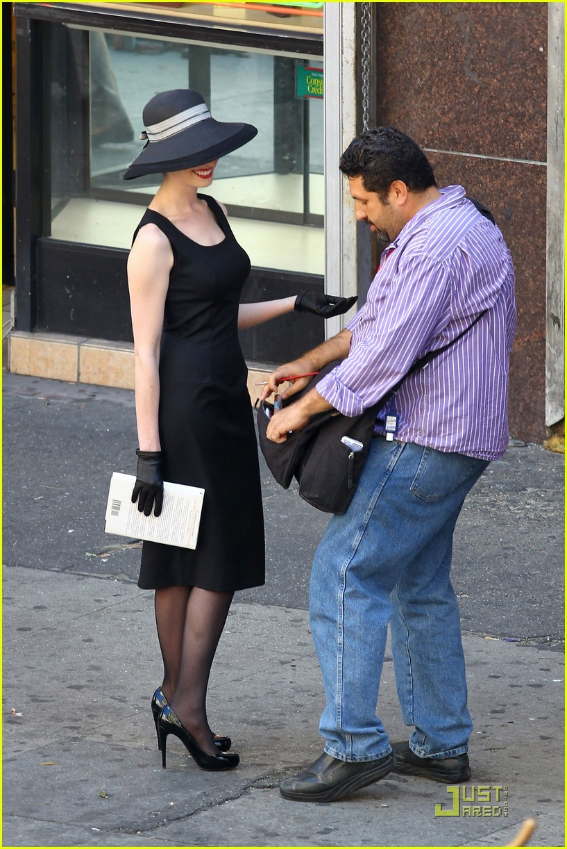 anne hathaway new face tods 06