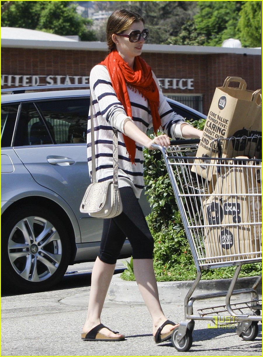 anne hathaway whole foods 03